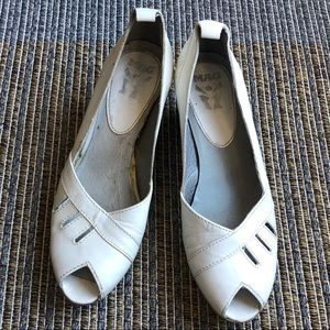 MAG white leather retro style heels shoes 7.5 8